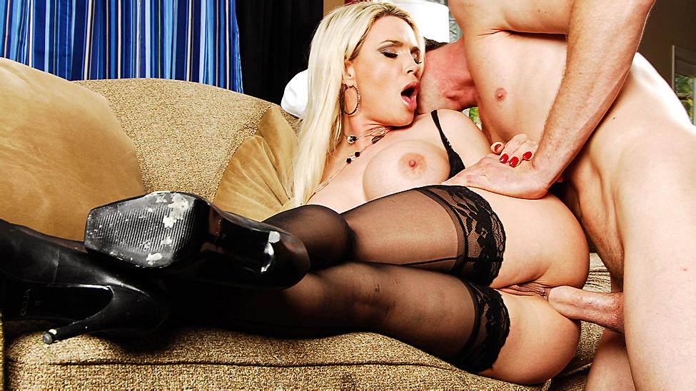 [MilfsLikeItBig.com / Brazzers.com] Diamond Foxxx (Serving Up Greek / 09.02.11) [2011 г., Ass to Mouth, Blonde, Blowjob, Milf, Anal, Doggystyle, 1080p]