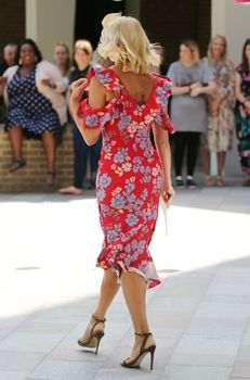 [Image: 38890458_Holly-Willoughby-ThsMrnLdn6.jpg]